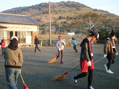 羽島﨑神社の清掃